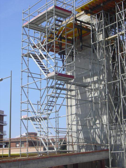 andamio con escaleras de acceso aluminio